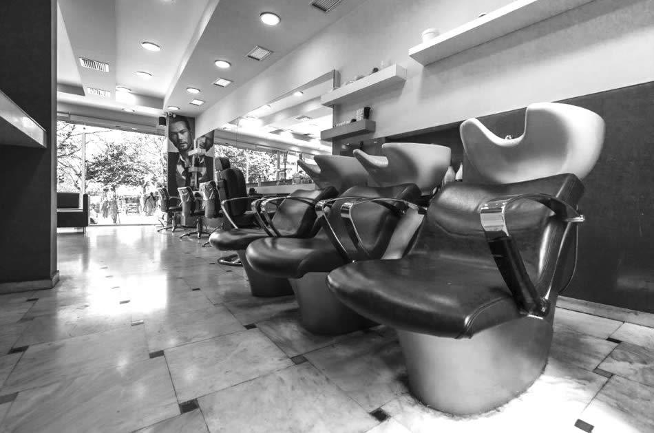 TLoutriotis. Εδώ και 10 χρόνια λειτουργούμε με το ίδιο πάθος για την τελειότητα σε υπηρεσίες των μαλλιών και όχι μόνο. Διαθέτουμε ένα άρτια εξοπλισμένο και καθαρό χώρο για να καλύψουμε τις ανάγκες της σύγχρονης γυναίκας σε προσιτές τιμές